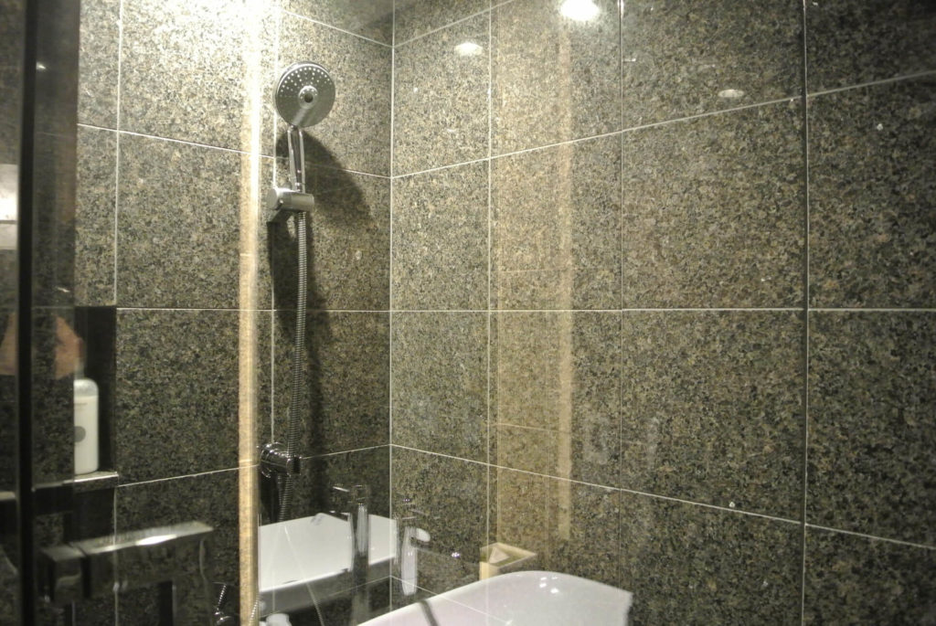 界アンジン 部屋シャワー